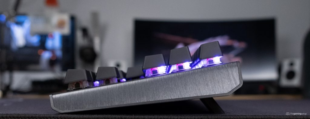 Cooler Master CK530 - Right side, feet up