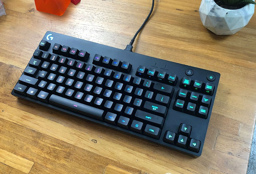 Logitech G Pro Keyboard Review - Great RGB, okay switches
