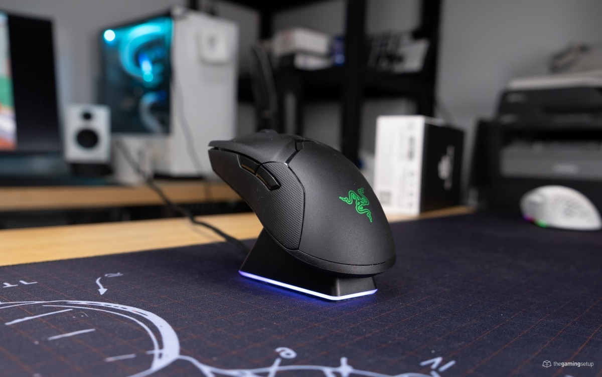 Razer Viper Ultimate - Docked